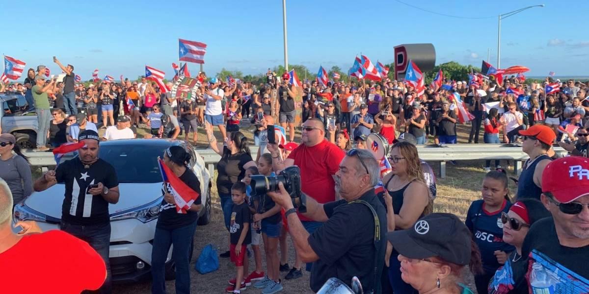 Manifestantes abarrotan las letras de Ponce