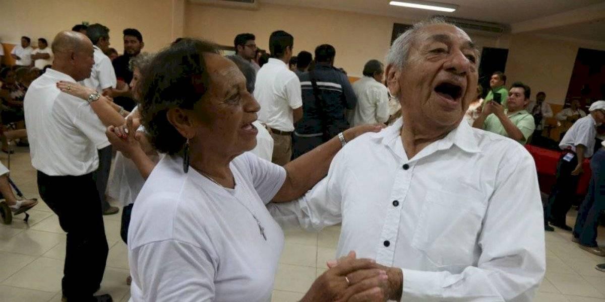 ¿En qué países de América Latina y el Caribe se da pensión a adultos mayores?