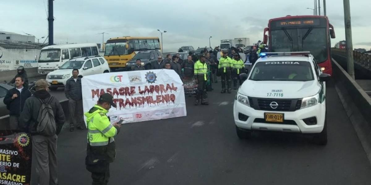 ¡Atención! Trabajadores de TransMilenio realizan bloqueo sobre la calle 80