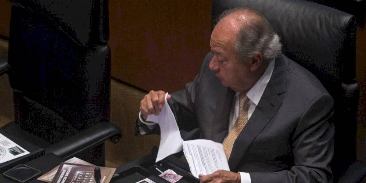 #PolíticaConfidencial Carlos Romero sonríe tras protegerse ante posible detención