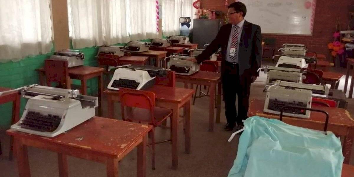 Computadoras por máquinas de escribir; tecnología llega a instituto de Quetzaltenango