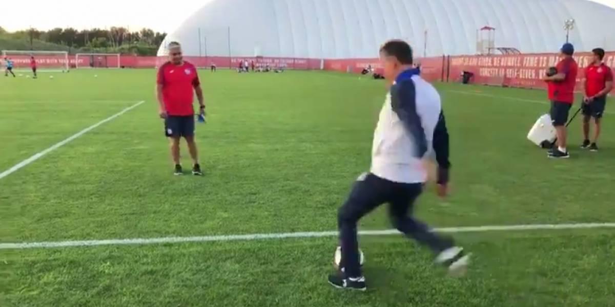¡Se lució! Ricardo Peláez marca gol olímpico en práctica de Cruz Azul