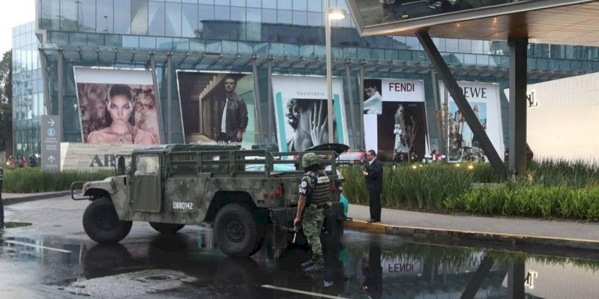 Mujer dispara en restaurante de plaza comercial; hay dos muertos y un herido