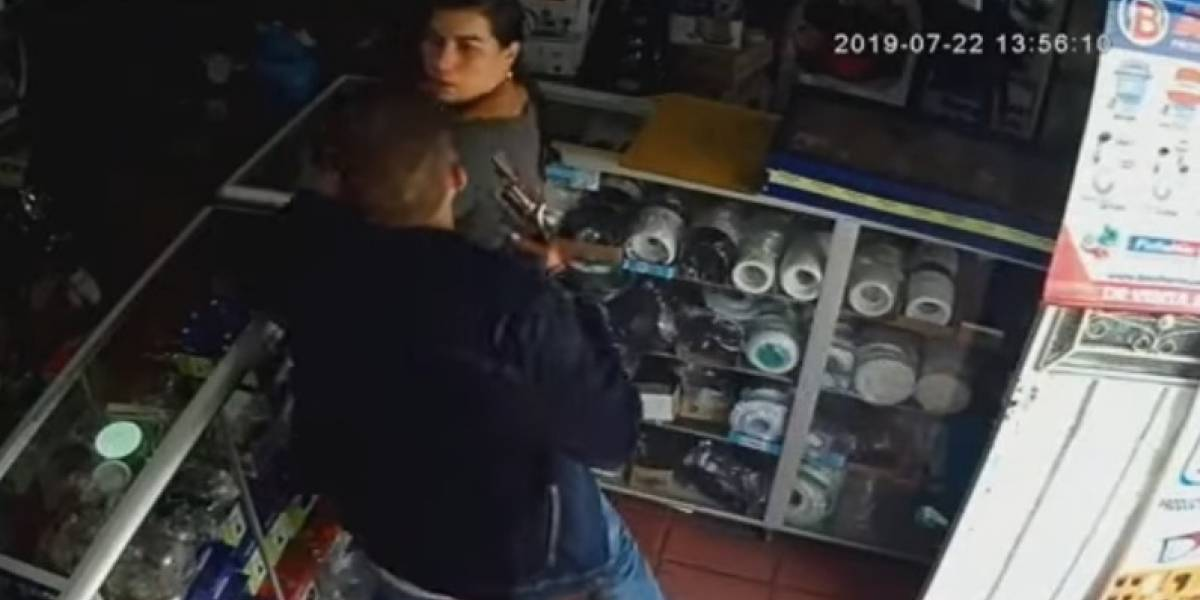 Video: Así robó un hombre 15 millones de pesos a una comerciante en Funza