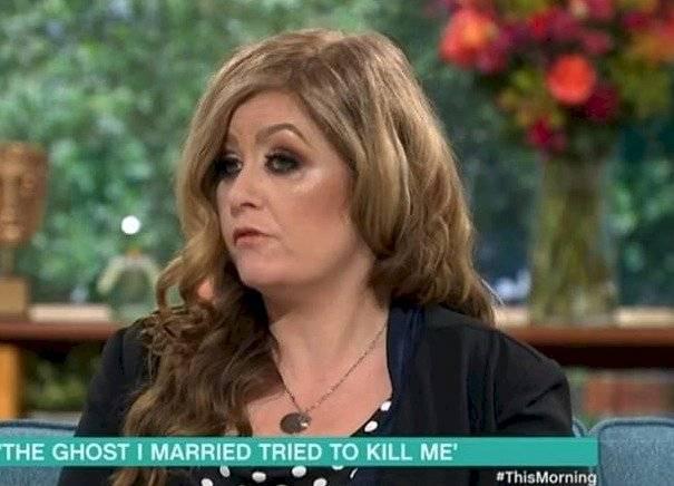 mujer casada con fantasma