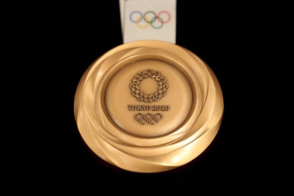 Foto AFP | El materia con el cual se elaborarán las medallas será a base de material reciclado de teléfonos viejos y aparatos electrónicos