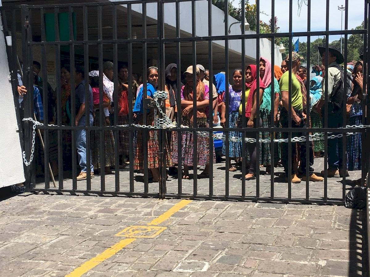 pobladores de Tucurú, Alta Verapaz, cierran ingresos a Tribunales