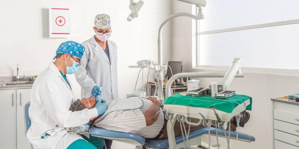 Estudiantes de posgrado de la UTE brindan servicios odontológicos a la comunidad