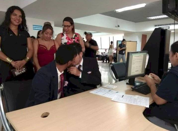 Giovanny Vareles y Borys Álvarez se casaron en Guayaquil Twitter Diane Ridríguez