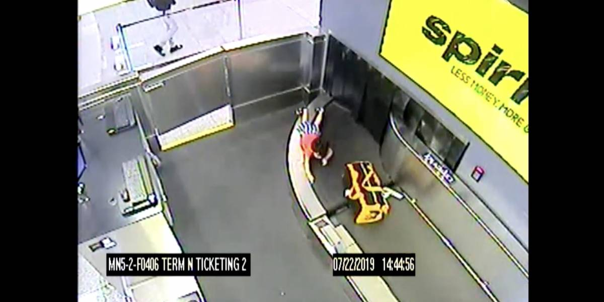 VÍDEO: Menino de 2 anos fica ferido após ser levado por esteira de bagagens em aeroporto