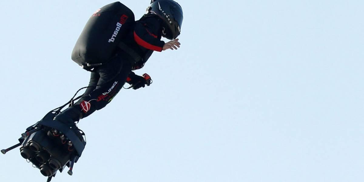 Flyboard fracasa y la patineta voladora cae al agua al intentar cruzar Canal de la Mancha