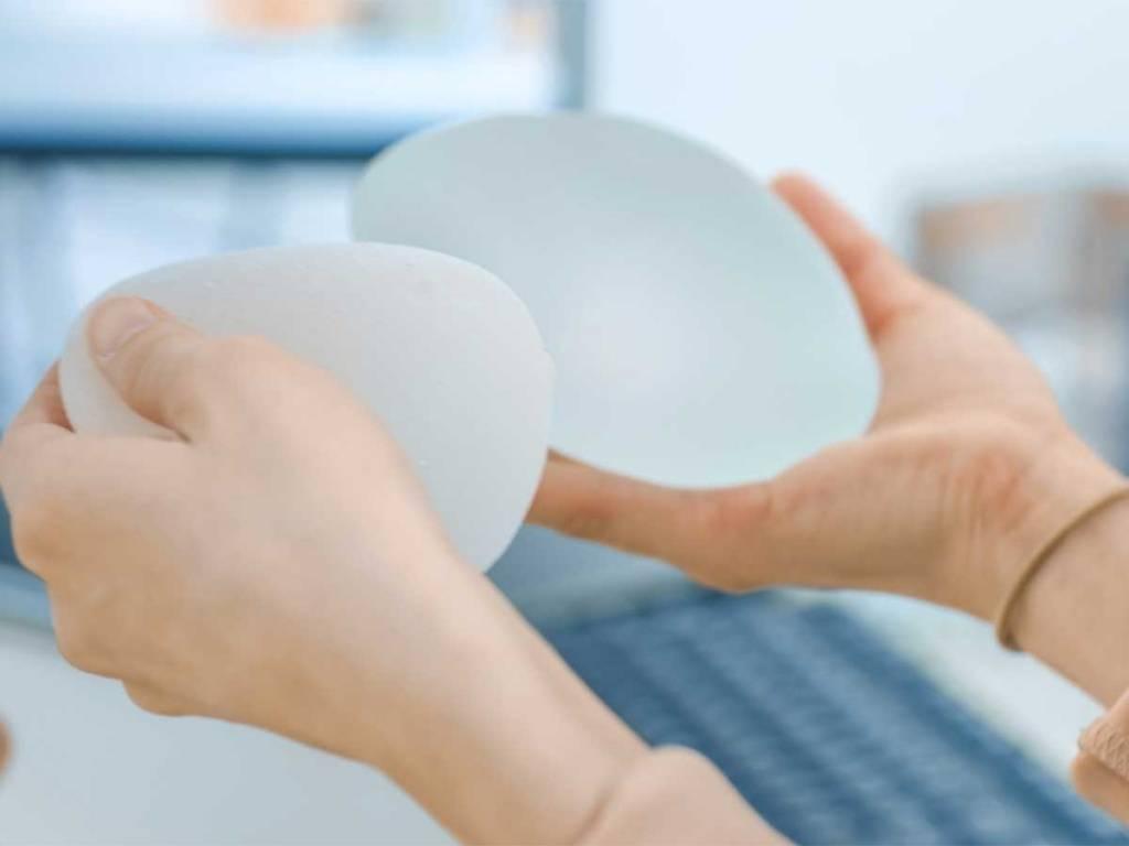Comienza la retirada masiva en todo el mundo de implantes mamarios relacionados con el cáncer