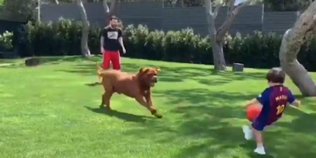VÍDEO. El tierno momento de Messi jugando futbol con sus hijos