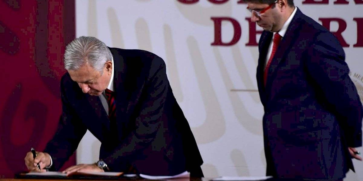 'No me voy a aferrar a la Presidencia': AMLO certifica su no reelección