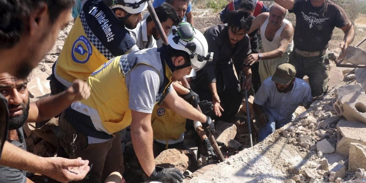Captan a tres niñas entre escombros tras bombardeo en Siria