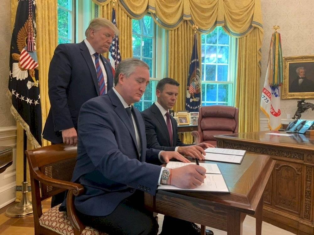 Ministro de Gobernación, Enrique Degenhart, en la Casa Blanca. Foto: Casa Blanca