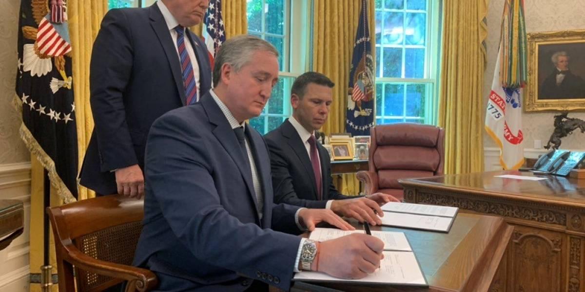 Degenhart firma acuerdo con el gobierno de Donald Trump