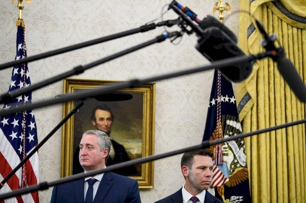 El ministro de Gobernación, Enrique Degenhart, con Kevin McAleenen, secretario interino del Departamento de Seguridad Nacional de EE. UU. Foto: AFP