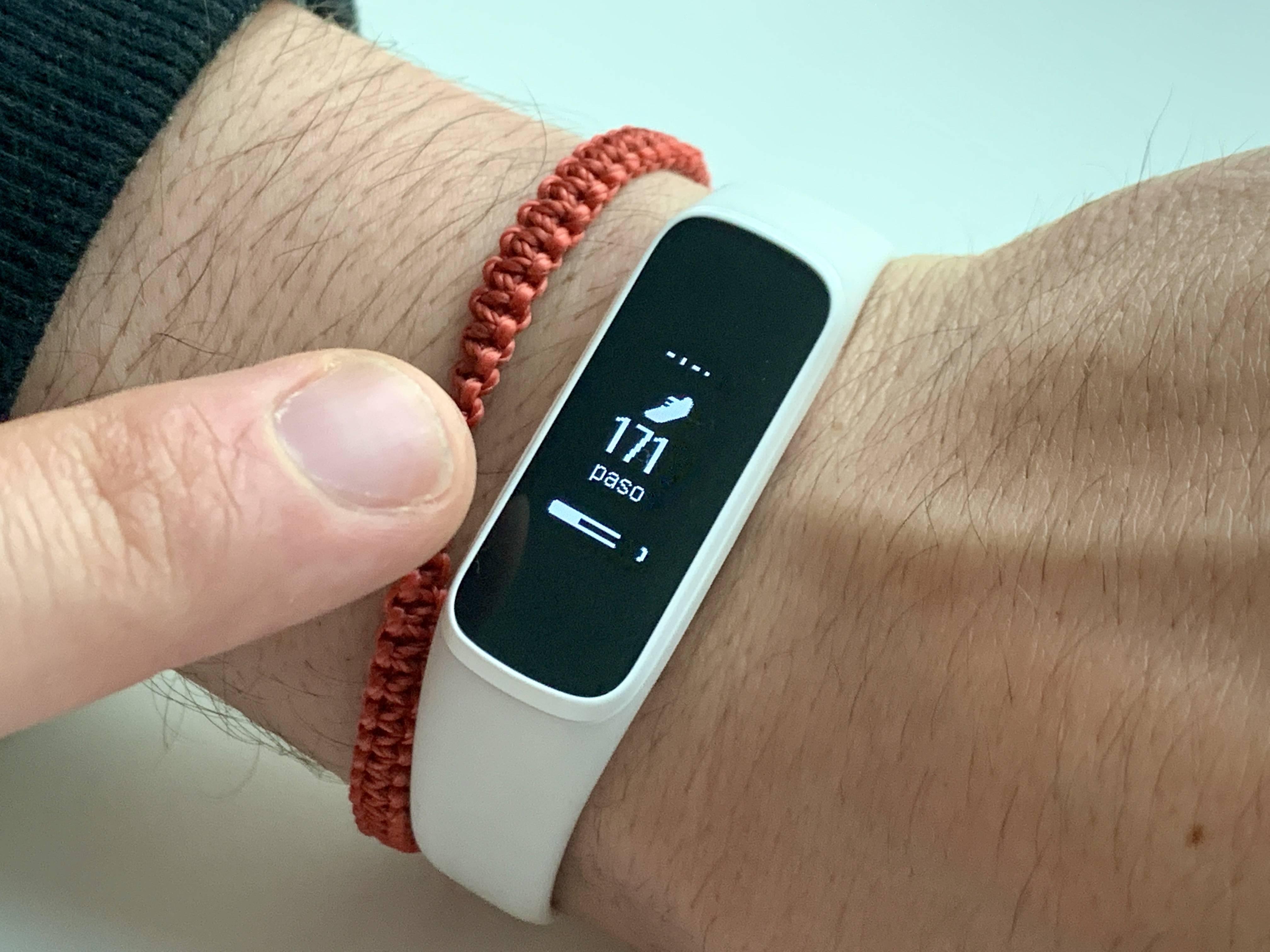 Una pulsera deportiva perfecta para los deportistas: Review del Samsung Galaxy Fit e [FW Labs]
