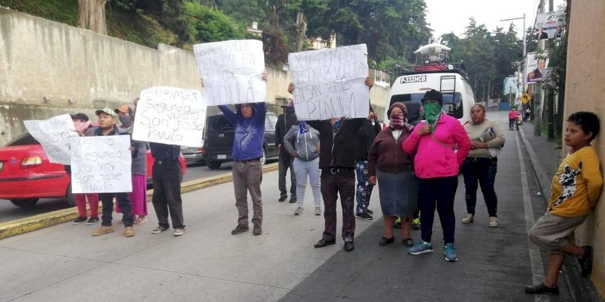 Tránsito complicado en San José Pinula por presencia de manifestantes