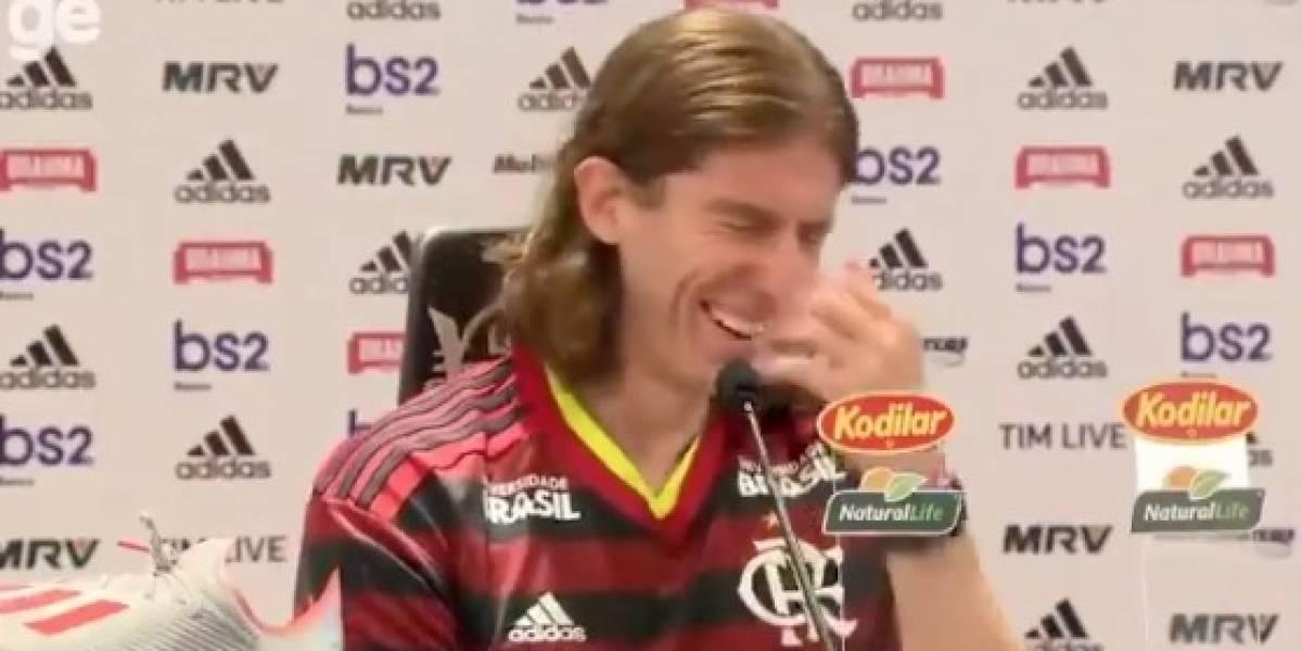 VIDEO: El gemido de WhatsApp que interrumpió presentación de Filipe Luiz