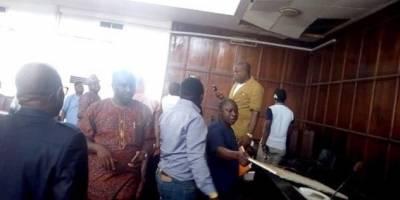 Serpiente en Parlamento de Nigeria