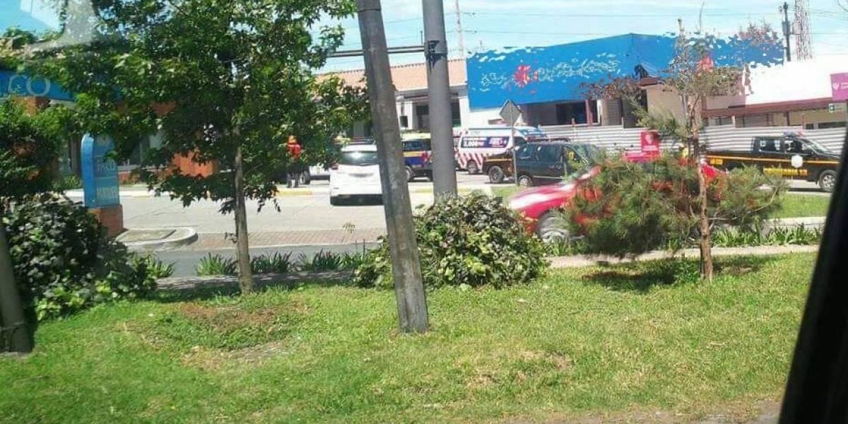 Guardia de seguridad de banco es ultimado durante asalto