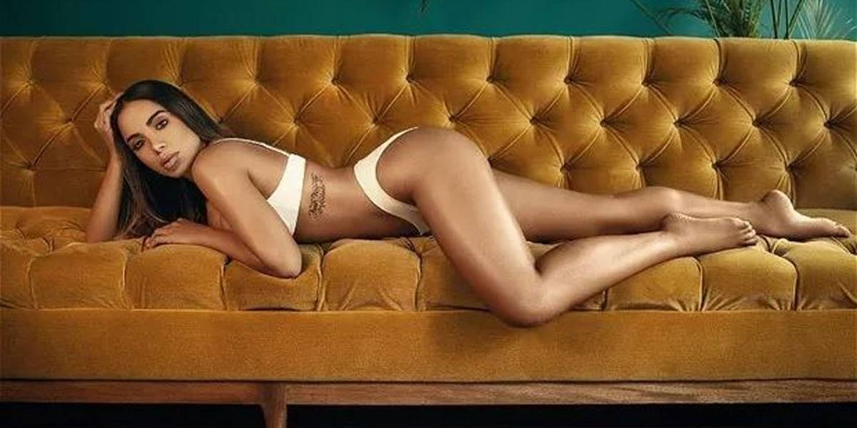 De lingerie, Anitta posa para revista colombiana: 'Sempre fui muito sensual'