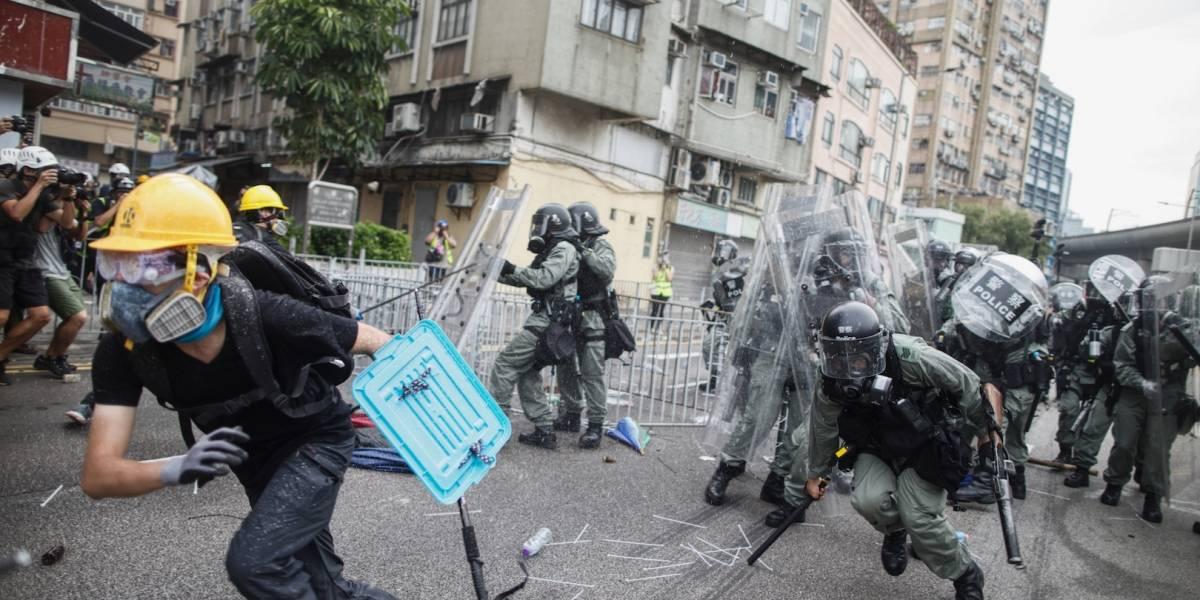 Se eleva la tensión en Hong Kong entre manifestantes y policías
