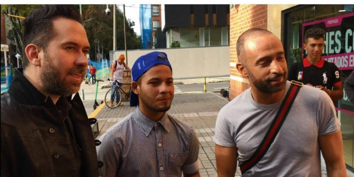 Venezolano que cantaba en TransMilenio fue descubierto por grupo 'Camila' y ahora cantará con ellos