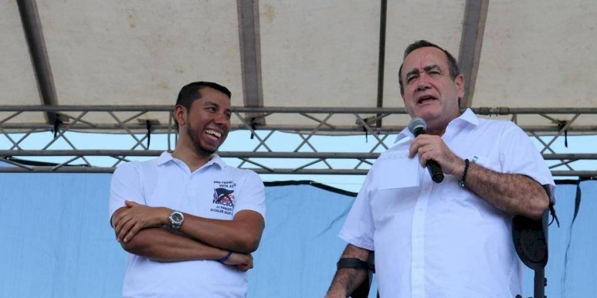 Alejandro Giammattei recibe apoyo de varios alcaldes electos en Petén