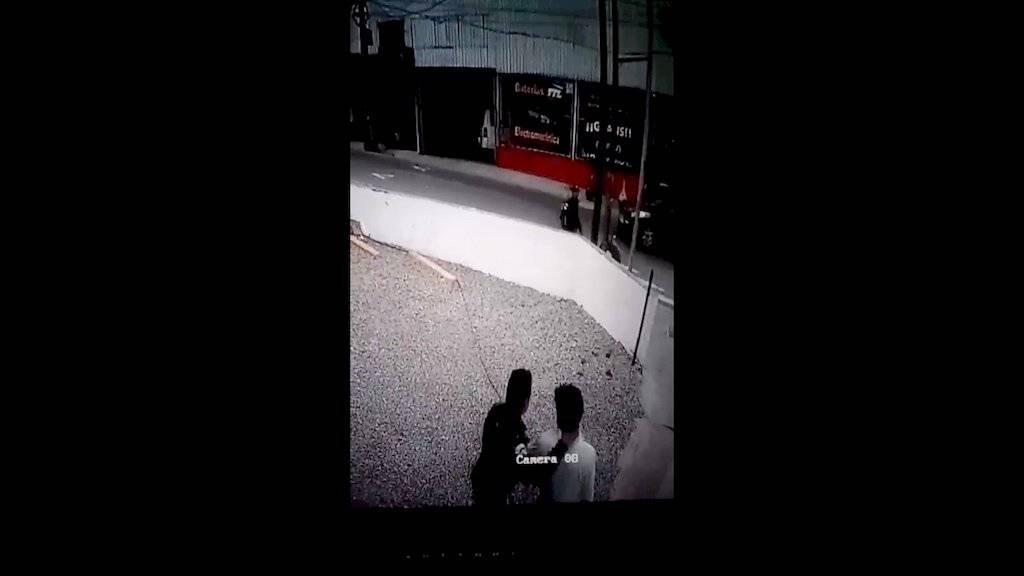 Graban cómo agentes de PNC agreden a un hombre. Foto: Facebook