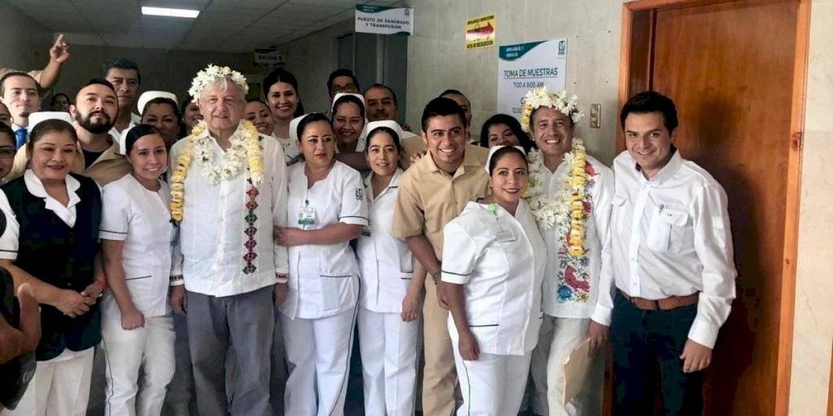 Pasantes de enfermería piden salarios justos y becas a AMLO en Veracruz