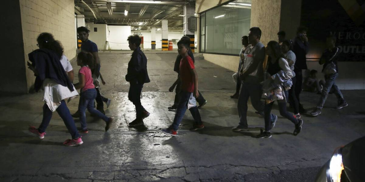 """Nuevo centro detención para migrantes en Arizona contrasta por """"buen trato"""""""