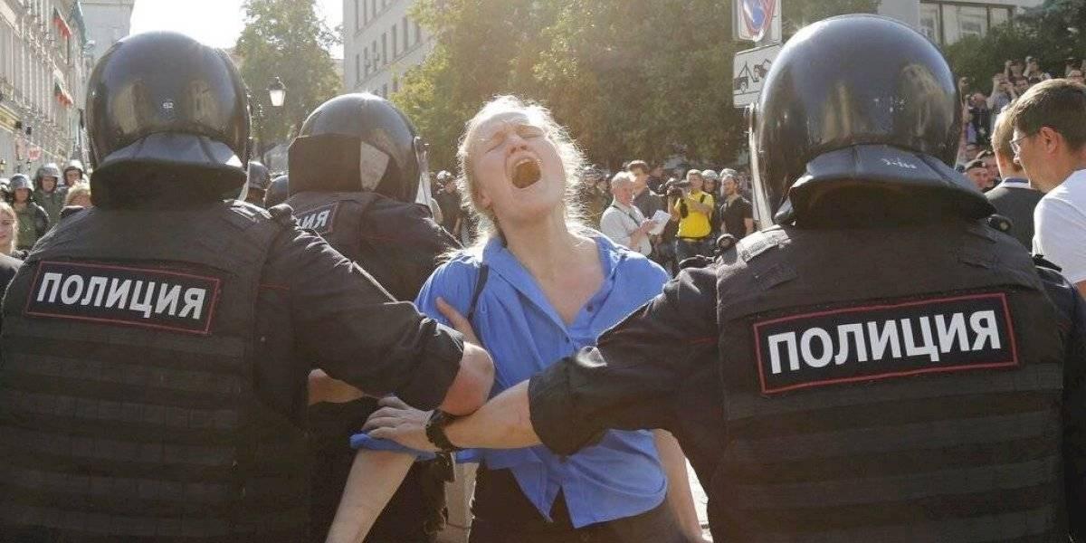 Detienen a cerca de mil 400 personas durante protesta en Moscú