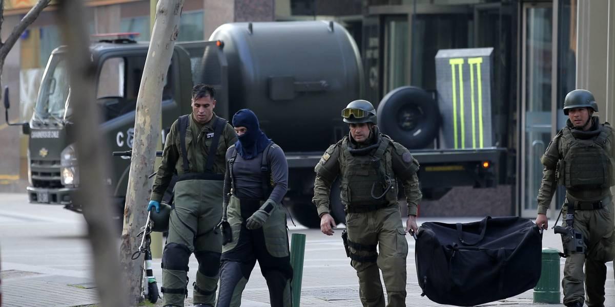 Batería, detonador y medio kilo de dinamita: así era el segundo paquete bomba que llegó a la oficina del ex ministro Hinzpeter