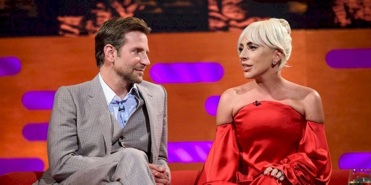 """¿Engaña a Lady Gaga? Bradley Cooper es """"cachado"""" con otra mujer"""