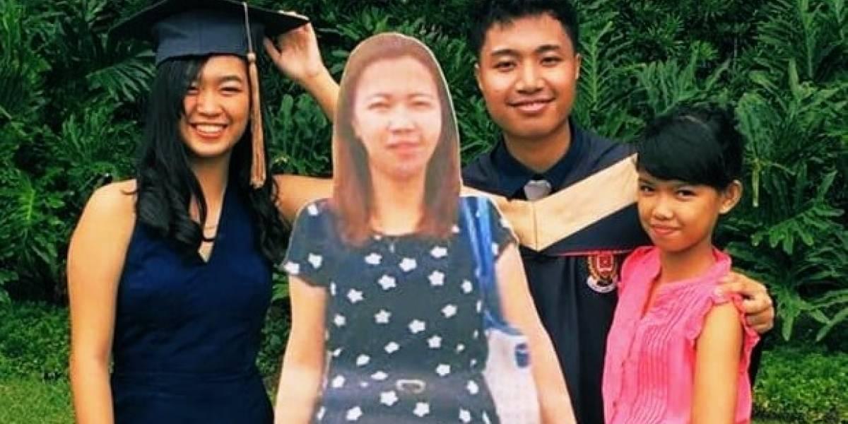 Con una foto de tamaño real: el conmovedor acto con el que un estudiante filipino recordó a su madre fallecida en su graduación