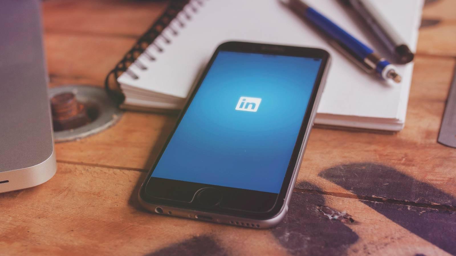Curioso bug de LinkedIn permitía postear empleos falsos a nombre de empresas