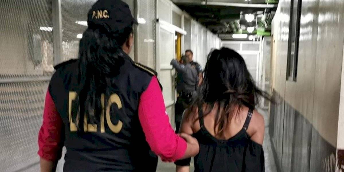 Capturada por llevar pistola escondida en canasto de tortillas