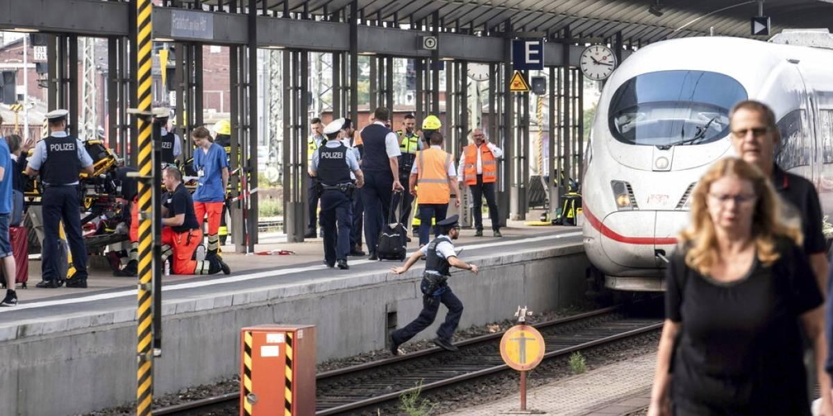 Niño de 8 años muere atropellado por tren luego de ser empujado a las vías en Alemania