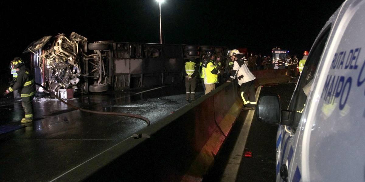 Chofer de bus que volcó en Ruta 5 Sur quedó detenido hasta el miércoles: aún no hay claridad de la causa del accidente