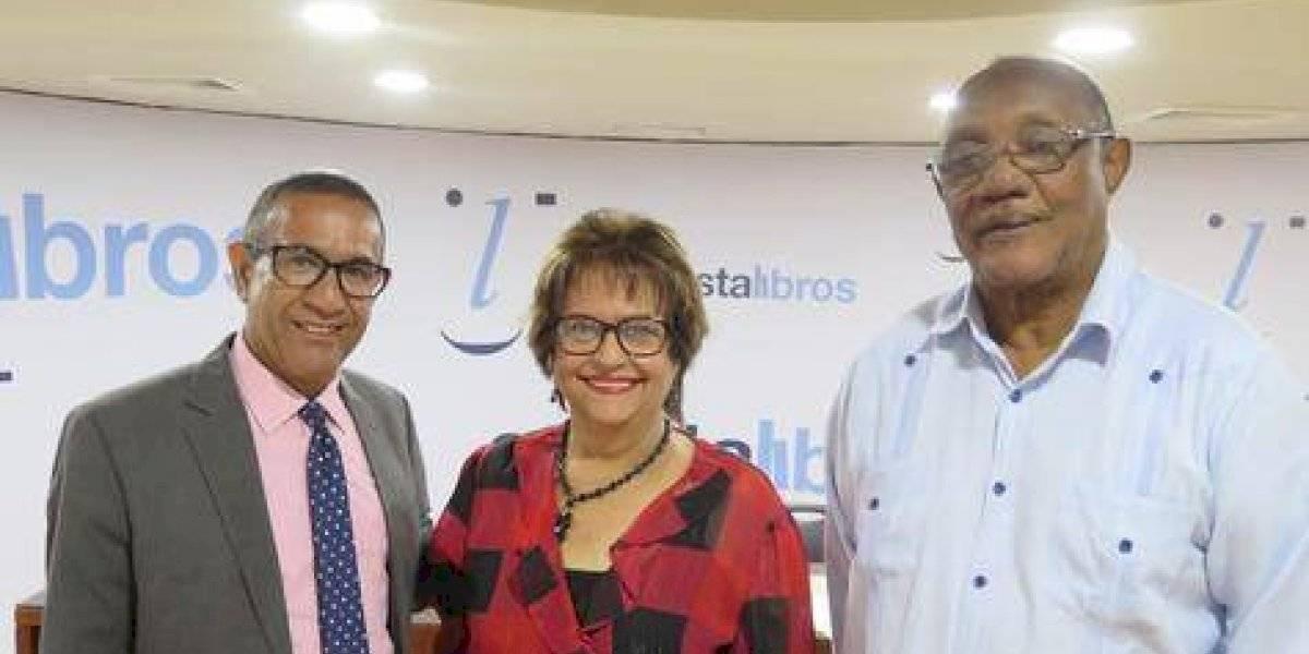 """Guillermo Sención presenta libro """"Arena y limo"""", en Café Literario"""