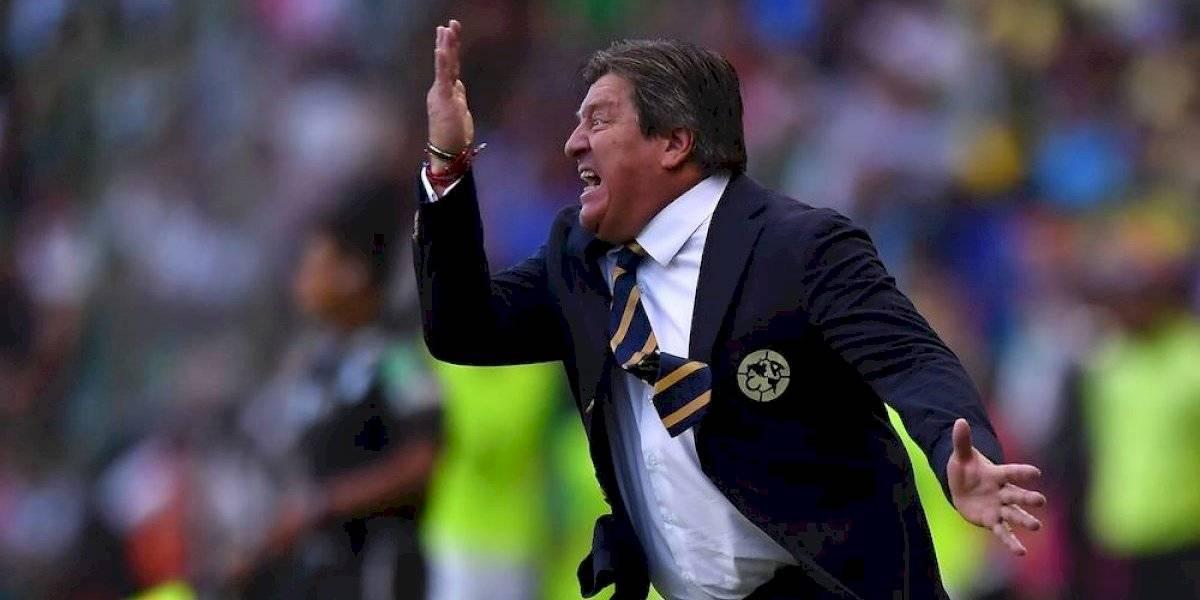 Miguel Herrera insultó a recogebalones durante el León vs América