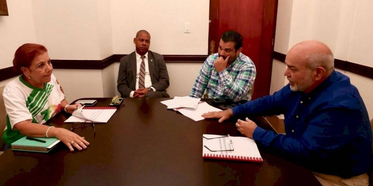 Presidente de la Cámara se reúne con alcaldesa de Loíza