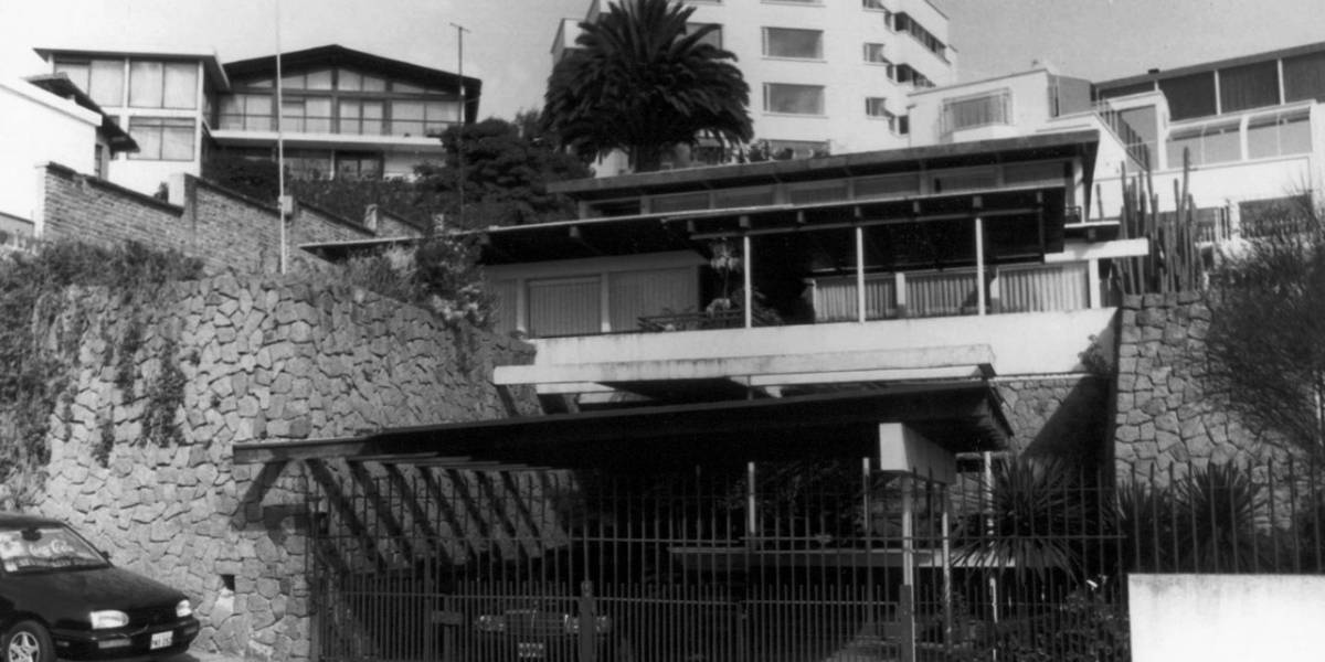 La Casa Chérrez, considerada como patrimonio arquitectónico moderno de Quito, es destruida