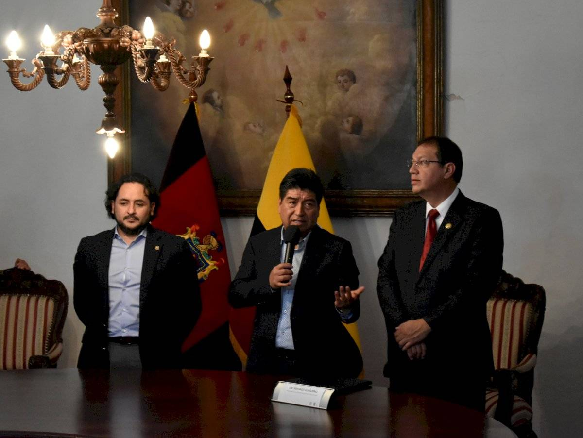 (Izq.) Andrés Michelena, (cen.) Jorge Yunda, (der.) Santiago Guarderas - Metro Ecuador, (cen.) Jorge Yunda, (der.) Santiago Guarderas - Metro Ecuador