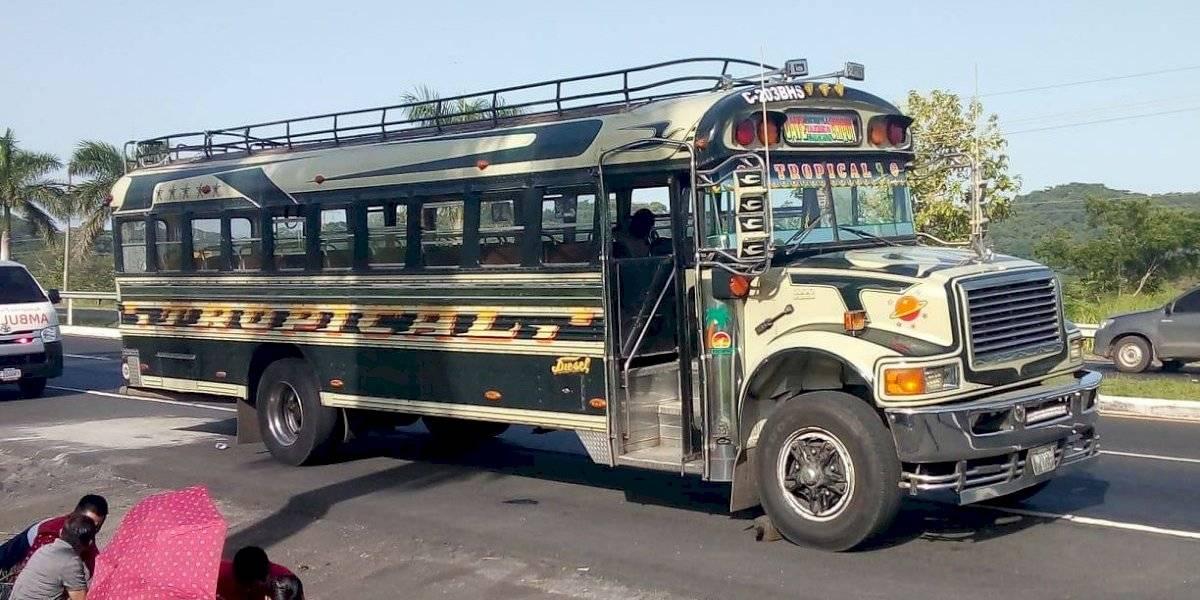 Hombre muere en asalto a bus en autopista Palín-Escuintla