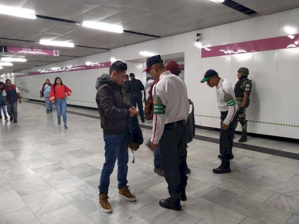 La Guardia Nacional vigila las líneas, 1, 5, 8, A y B del Sistema de Transporte Colectivo Metro Foto: Twitter @MetroCDMX