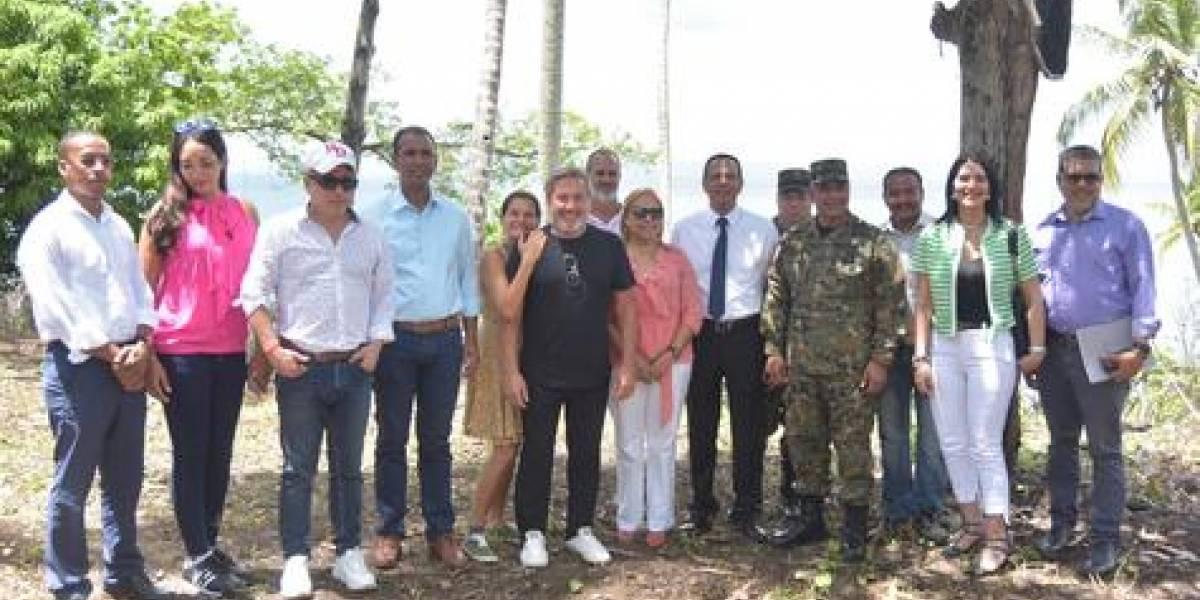 Ricardo Montaner inicia construcción escuela ecológica en Samaná